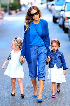 Glee guest star and SATC veteran Sarah Jessica Parker strolls though Soho with twins Marion and Tabitha donning color coordinated duds. We wonder if Carrie would approve?