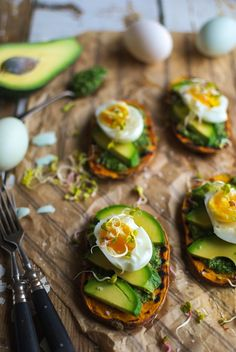 Zdrowe śniadania Vegetarian Breakfast, Breakfast Recipes, Breakfast Ideas, Avocado Egg, Avocado Salads, Recipe Of The Day, Holiday Recipes, Lunch Box, Veggies