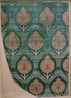 Fragment  Date:     16th century Geography:     Turkey Culture:     Islamic Medium:     Silk, metal wrapped thread; lampas (kemha)