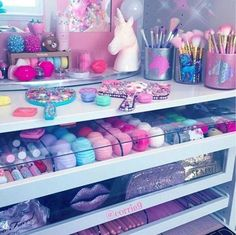 love the pastel Bedroom Decor For Teen Girls, Girl Bedroom Designs, Teen Room Decor, Room Ideas Bedroom, Makeup Beauty Room, Makeup Room Decor, Makeup Rooms, Study Room Decor, Cute Room Decor