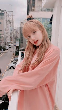 beautiful views and Lisa so cute Jennie Blackpink, Blackpink Lisa, Blackpink Fashion, Korean Fashion, Lisa Blackpink Wallpaper, Girl Wallpaper, Blackpink Video, Black Pink Kpop, Kim Jisoo