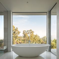 Soaking Tub with a View Tagged: Bath Room and Freestanding Tub. Photo 13 of 22 in Minimal House One by Tooke Architects, Inc. Bath Window, Bathroom Windows, Style Tropical, Large Bathtubs, Large Tub, Standing Bath, Bungalow, Minimal Home, Future House