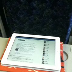 湘南新宿ライナーに乗って、iPadと旅気分! I'm enjoying a short trip with THE new iPad! :)