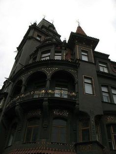 Victorian House, Pragues - Lyuba?  Gothic Homes/Castles