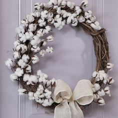 Spring decorating is all about embracing natural materials, and this cotton wreath boasts beautiful rustic texture. By tucking fluffy cotton bolls into a basic grapevine wreath and adding a burlap bow Wreath Crafts, Diy Wreath, Grapevine Wreath, Wreath Ideas, Pine Cone Flower Wreath, Twine Wreath, Felt Wreath, Diy Spring Wreath, Spring Crafts