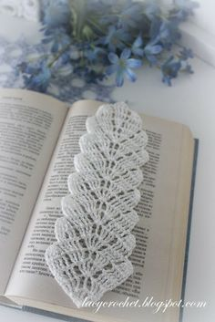 Lacy Crochet: Crochet Leaf Bookmark, Free Pattern