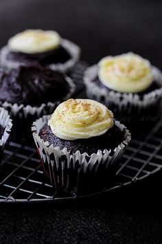 DELICIOUS Vegan Chocolate Avocado Cupcakes topped with lemon flavoured buttercream & grated chocolate. #vegan #cupcakerecipes