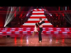 Julianne Hough & Derek Hough - 'Shake Your Tail Feather'