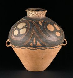 China, Provincia Gansu || 2000-1700 a.C. || Sin vidriado, pintado después de la quema || Victoria and Albert Museum, Londres