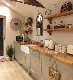 Cottage Kitchens, Farmhouse Kitchen Decor, Home Decor Kitchen, Kitchen Interior, New Kitchen, Home Kitchens, Farmhouse Ideas, Farmhouse Sinks, Country Kitchen Diner