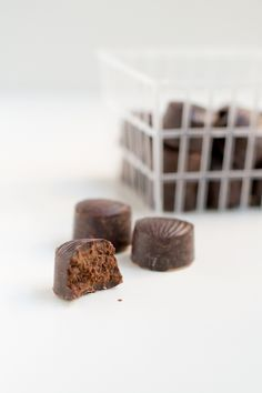 Chocolates-via-danzadefogones.com | #chocolates #dessert #bombones |