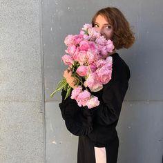 Oriunde vei merge, orice vei face si orice vei alege in viata, suntem siguri ca va fi un succes infloritor! Speram din suflet ca ziua ta sa fie la fel de minunata ca tine!  La multi ani, florist Ramona! Te imbratisam! 🌸💕🎉🌷🌈🎂🥂🎈 The Secret Garden, Orice, Floral Design, Bouquet, Flowers, Instagram, Floral Patterns, Bouquet Of Flowers, Bouquets