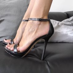 I am a just man with a love of Feet, Heels, High Arches & Toe Cleavage. Welcome to my little corner...