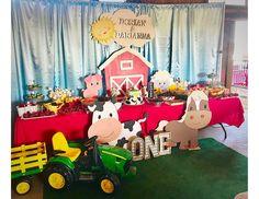 "Farm Barn animals / Birthday ""Dorian & Darianna's Barnyard birthday bash on the … – Nutztiere 2 Year Old Birthday Party, Cowboy Birthday Party, 2nd Birthday Party Themes, Boy Birthday Parties, Birthday Party Decorations, Birthday Games, Barnyard Decorations, Petting Zoo Birthday Party, Birthday Ideas"