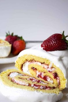 Fresh strawberries and whipped cream rolled into a light sponge cake makes an impressive dessert. This Swiss Roll is perfect when strawberries are at the peak of the season. Make for a birthday celebration, Mother's Day or whenever you want a special dessert. Chocolate Roll, Mint Chocolate Chips, Strawberry Roll Cake, Strawberry Cobbler, Jelly Roll Cake, Swiss Roll Cakes, Impressive Desserts, Light Cakes, No Cook Desserts