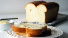 Brousíte si zuby na domácí toustový chléb už nějakou dobu? Dobrý recept s jasným postupem je základ a my pro vás jeden takový máme! Meal Deal, Cornbread, Bon Appetit, Food Inspiration, Great Recipes, French Toast, Cheesecake, Food And Drink, Pudding