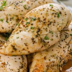 This baked chicken breast recipe is so easy! Boneless Chicken breasts are tossed with olive oil and herbs and baked in the oven at 400 degrees. Oven Baked Chicken, Baked Chicken Breast, Boneless Chicken Breast, Chicken Breasts, Roast Chicken, Chicken Wings, General Tao Chicken, Parmesan, Spend With Pennies