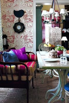 In the WSJ this week.  Love the juxtapostion in fabric and wall covering.