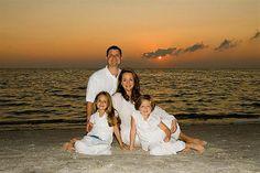 Beach family photos, family beach pictures и family beach portraits. Family Beach Portraits, Family Picture Poses, Family Beach Pictures, Family Portrait Photography, Family Posing, Beach Photography, Picture Ideas, Photography Ideas, Photo Ocean
