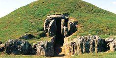 Bryn Celli Ddu in Welsh Island, c. 3000 BC
