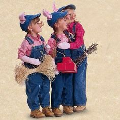 – Giddy Upcycled Art Halloween Group Costume: Three Little Pigs Costumes kids AHHHHHH! I wish I din't have 2 out of 3 costumes already! Trio Costumes, Animal Costumes, Cute Costumes, Family Halloween Costumes, Group Costumes, Costumes Kids, Costume Ideas, Costumes For 3 People, Witch Costumes