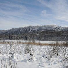 Le lac d'Ilay paré de neige | Jura, France | Photo de JF Putod ULM Alizé/Jura Tourisme | #JuraTourisme