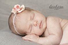 Newborn Photography Tips, Newborn Photography Tutorials, Photo Tips, Baby Photography, Baby Photos Newborn Pictures, Baby Pictures, Infant Photos, Newborn Pics, Newborn Babies, Infant Pictures, Newborn Session, Newborn Posing Guide, Baby Kicking