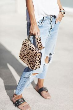 casual fashion | jeans and white tee | trendy bag and shoes