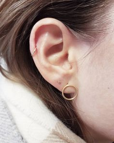 "100 likerklikk, 4 kommentarer – ina mewkid (@mewkid) på Instagram: ""Simple and pretty Moved the bezel gem she got her helix pierced with two years ago to her…"""