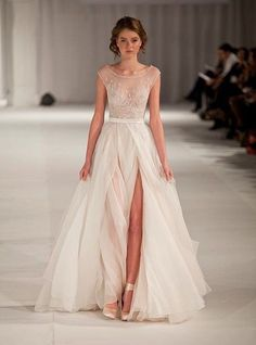Robe de mariage : Paolo Sebastian Swan Lake Wedding Dress with Nude Bustier Idée et inspiration robe de mariage tendance 2018 Image Description Paolo Sebastian Swan Lake Wedding Dress with Nude Bustier – Nearly Newlywed Elie Saab Kleider, Swan Lake Wedding, Bridal Gowns, Wedding Gowns, Wedding Dress Tulle, Romantic Wedding Dresses, Backless Wedding, Ivory Wedding, Formal Wedding