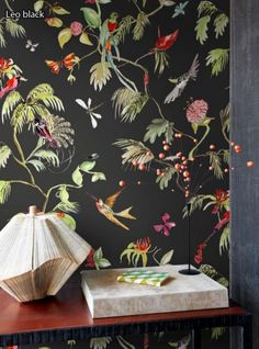 """""""Leo"""" in black is the wallpaper for bird lovers - a full-scale eye-catcher with many filigree animals. It is expressive and at the same time very delicate"""