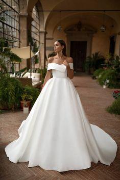 Matilda from the Milla Nova Royal Collection / Classic White Classic Wedding Dress, Dream Wedding Dresses, Bridal Dresses, Wedding Gowns, Bridesmaid Dresses, Mila Nova Wedding Dress, Mermaid Dresses, Dresses Short, Wedding Attire