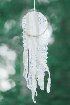 DIY lace dreamcatcher: http://www.stylemepretty.com/arizona-weddings/greer/2015/09/14/rustic-romantic-arizona-summer-wedding-2/ | Photography: Andrew Jade - http://andrewjadephoto.com/