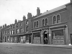 Royal Rifle Corps Public House and other properties, Carlisle Street East Industrial Architecture, South Yorkshire, Carlisle, Sheffield, Old Photos, Old Things, Louvre, England, Urban