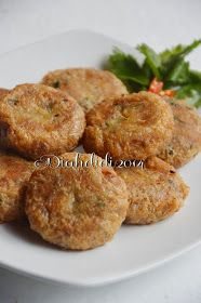 Diah Didi's Kitchen: Perkedel Kentang Daging Diah Didi Kitchen, Indonesian Cuisine, Indonesian Recipes, Malay Food, Malaysian Food, Savory Snacks, I Foods, Asian Recipes, Love Food