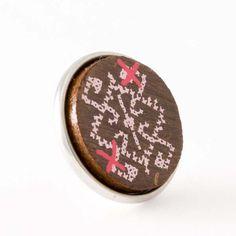 elibelinde - Chunks® - NOOSA-Amsterdam Original collection Traditionele tapijten uit Anatolië, Turkije, zijn een handgeweven gedicht van symbolen. Het elibelinde symbool komt hier vaak in terug en staat voor de kracht van het moederschap.