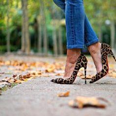 🍁AUTUMN🍁 #Louboutin #Louboutinworld #SoKate #leopardprint #shoesoftheday #shoestobehappy #heels #autumn #Madrid ➡️www.condostacones.es⬅️