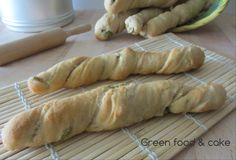 Ecco un pane davvero sfizioso e stuzzicante, pane alle olive: http://blog.giallozafferano.it/greenfoodandcake/pane-alle-olive/