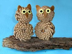 owls made out of pine cones with felt eyes, beak, and ears. Super cute and so easy: Just hot glue two pine cones! Pinecone Crafts Kids, Pine Cone Crafts, Autumn Crafts, Nature Crafts, Crafts For Kids, Arts And Crafts, Autumn Art, Halloween Crafts, Christmas Crafts