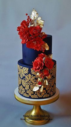 Want to design some amazing cakes today? Why not browse the best cakes from the Most Spectacular Cake Makers in the world? Bolo Floral, Floral Cake, Unique Cakes, Elegant Cakes, Gorgeous Cakes, Pretty Cakes, Amazing Wedding Cakes, Amazing Cakes, Decors Pate A Sucre