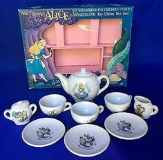 Vintage-Walt-Disneys-Alice-In-Wonderland-Childs-Tea-Set-Glazed-Ceramic