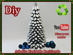 Mini árbol de Navidad con cartones de leche