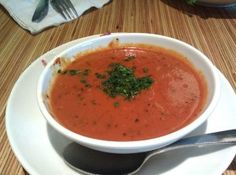 Noodles and Company Copycat Recipes: Tomato Basil Bisque. I used half red pepper flakes, about 10 baby carrots, and added about a cup of fresh tomatoes. Copycat Recipes, New Recipes, Dinner Recipes, Cooking Recipes, Healthy Recipes, Vitamix Recipes, Freezer Cooking, Dinner Dishes, Freezer Meals