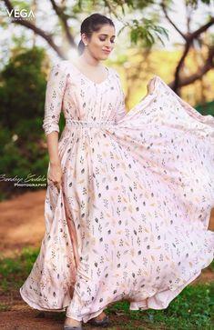 Hot Girl Model Rashmi Gautam Photo Shoot In Pink Dress Bollywood Actress Hot, Bollywood Saree, Indian Bollywood, Bollywood Fashion, White Saree, Pink Saree, Boho Dress, Pink Dress, Sonakshi Sinha Saree