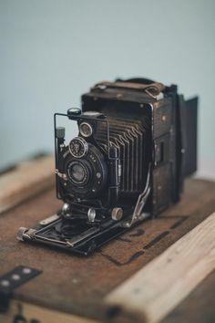 Photo Voigtländer 1928 by Milad Ahmadvand Photography Camera, Vintage Photography, Photography Tips, Portrait Photography, Wedding Photography, Antique Cameras, Vintage Cameras, Polaroid, Camera Gear