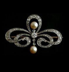 Brooch - 1910. Natural pearl, cushion shape diamond , Platinum & Gold. Russia.