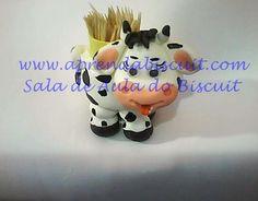 http://www.aprendabiscuit.com/2012/10/Vaquinha-paliteiro-em-massa-de-biscuit.html Prosseguindo com as aulas gravei o passo a passo dessa vaquinha paliteiro, ...