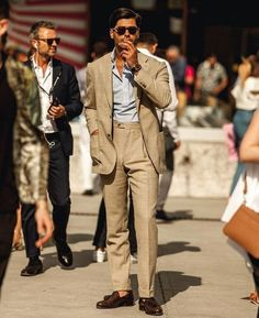 We seem to hear more and more about High Street Fashion but nobody looks interested in explaining what it means. Outfits Hombre, Summer Suits, Summer Men, Men Street, Gentleman Style, Dapper Gentleman, Men Looks, Stylish Men, Men Dress