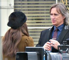 """Robert and Emilie - Behind the scenes - 5 * 17 """"Her Handsome Hero"""" - 19th…"""