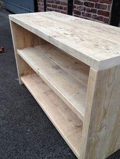 Diese Konsole aus altem recyceltem Bauholz ist bestens geeignet z.B als Untergestell für Waschbecken im Bad.Ebenso so schön wäre es dieses Möbel als Sideboard zu nutzen.Durch die einzigartige...